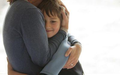 """¿Cómo """"amar"""" de más a mis hijos, puede hacerles daño?"""